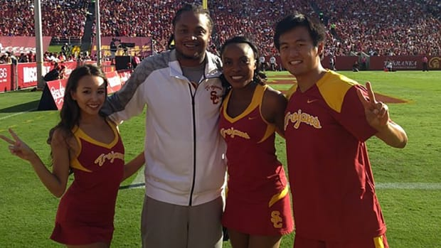 LenDale White kicked out of USC game - image