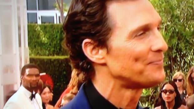 Chris Bosh photobombs Matthew McConaughey