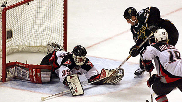 brett-hull-foot-in-crease-goal.jpg