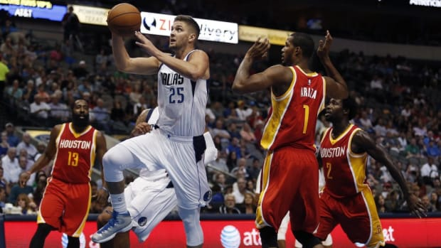 Dwight Howard would not let go of Chandler Parsons