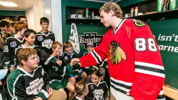 Chicago Blackhawks Patrick Kane surprises kids with new locker room