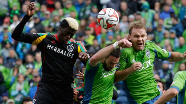 chad-marshall-zach-scott-seattle-sounders