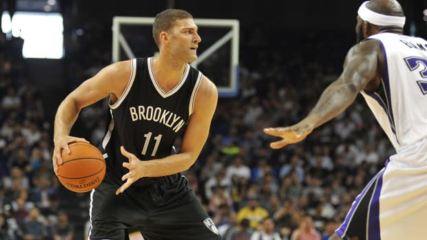Nets' Brook Lopez injures foot, will miss two weeks IMAGE