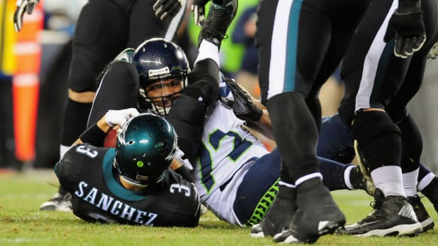 "Seahawks' Michael Bennett: Mark Sanchez imitating ""a good quarterback"""