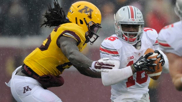 J.T. Barrett makes Heisman case with record day - image