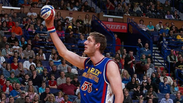 British basketball team signs 7-foot-8 Paul Sturgess, world's tallest player