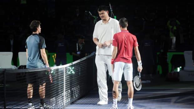 Novak Djokovic met Yao Ming