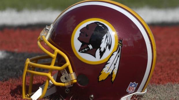 Redskins won't change team name for new stadium - IMAGE