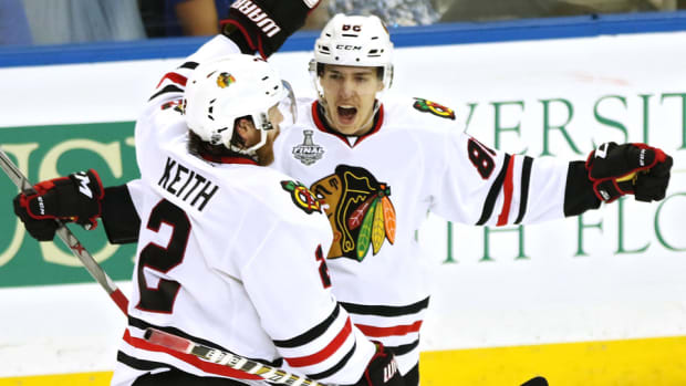 Teravainen-keith-blackhawks-celebrate-stanley-cup-final-Game1.jpg