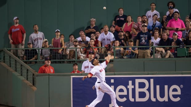 mookie-betts-catch-wall-boston-red-sox.jpg