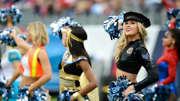 Tennessee-Titans-cheerleaders-AP_828668768311.jpg