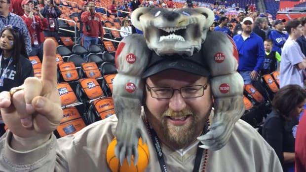 duke_wisconsin_badgers_fan_hat_photo.jpg