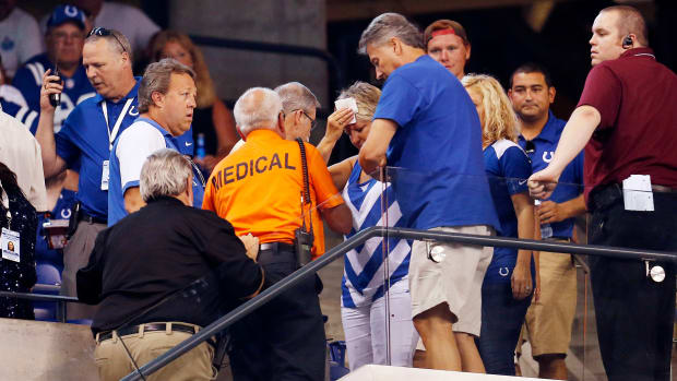 indianapolis-colts-fans-injured-falling-bolt.jpg