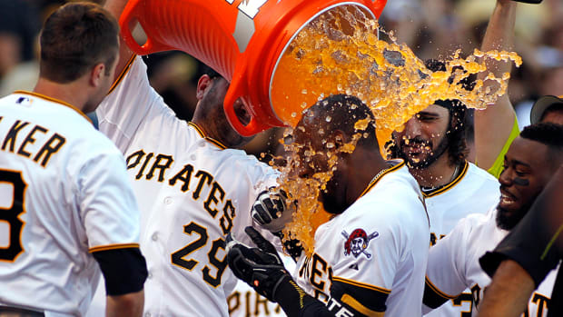 giants-pirates-starling-marte-walk-off-home-run-video.jpg