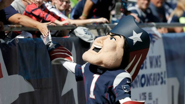 new-england-patriots-training-camp-jets-fan-cheaters-banner.jpg