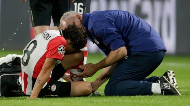 andres-guardado-injury-mexico-psv.jpg