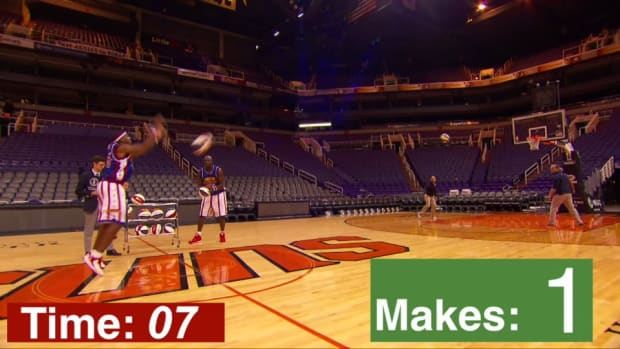 Buckets Blakes of the Harlem Globetrotters sets world record