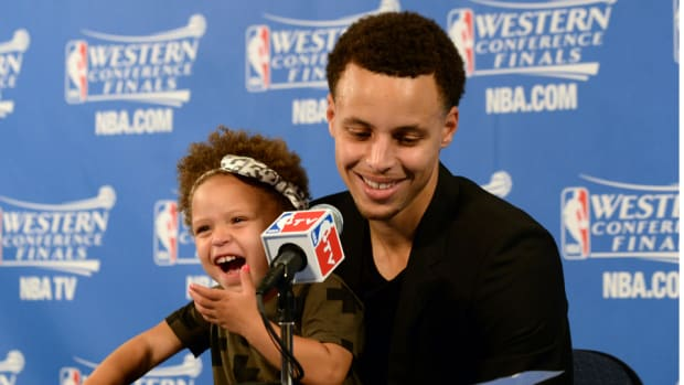 stephen-curry-daughter-riley-press-conference.jpg