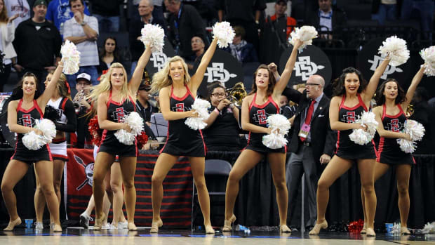 San-Diego-State-cheerleaders-467330738_10.jpg