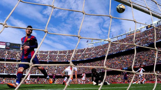 Lionel Messi sets La Liga hat trick record