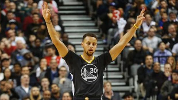 Warriors extend start to 21-0 with win over Raptors -- IMAGE