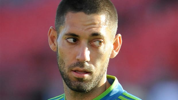 Sounders forward Clint Dempsey rips referee's notebook, receives red card