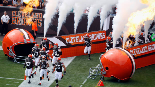 Report: Browns facing possible punishment for illegal texting IMAGE