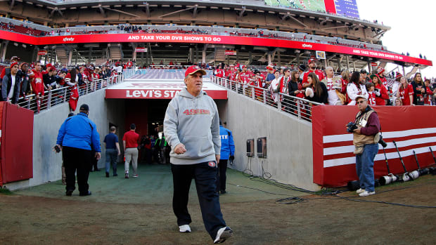 Report: Bears hire Vic Fangio as defensive coordinator IMAGE