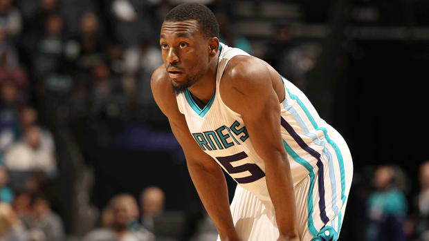 Report: Hornets G Kemba Walker considering knee surgery, could miss six weeks