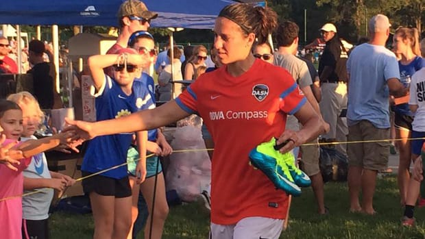 Carli Lloyd scores in first game back with Houston Dash IMAGE