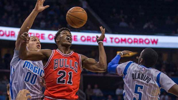 Report: Jimmy Butler out 3-4 weeks with elbow sprain