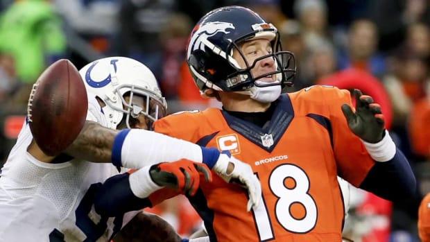 Broncos fans boo Peyton Manning IMAGE