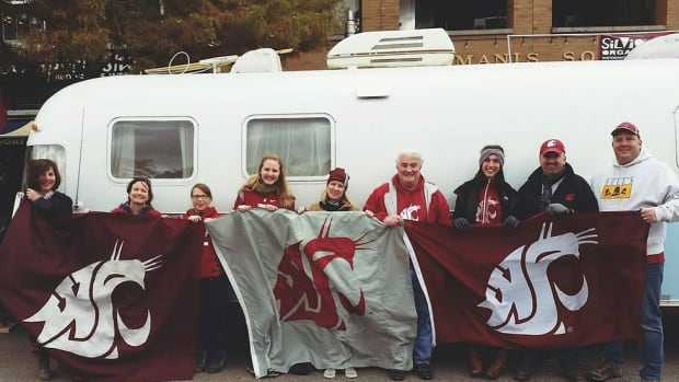 How Washington State's Ol' Crimson flag became a staple at ESPN's College Gameday