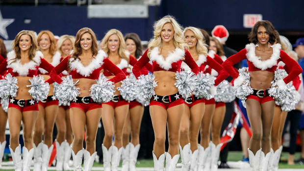 Dallas-Cowboys-cheerleaders-CAM151219048_Jets_at_Cowboys.jpg