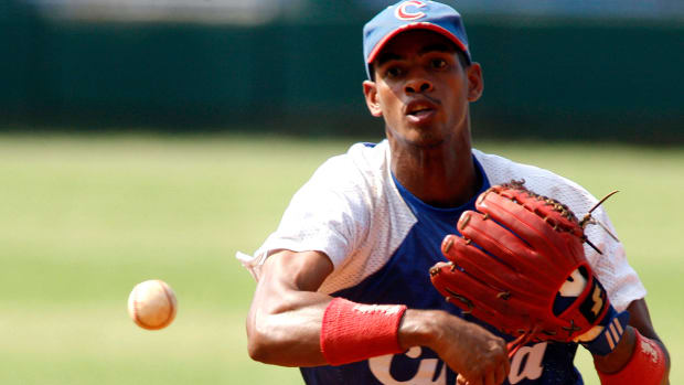Dodgers agree to terms with Cuban IF Hector Olivera to six-year deal IMAGE