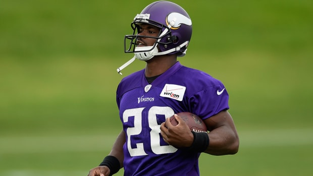 adrian-peterson-vikings-mike-zimmer-preseason.jpg