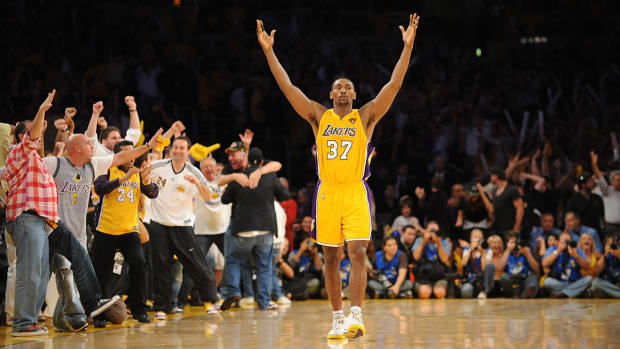 Report: Metta World Peace, Los Angeles Lakers nearing deal--thumb