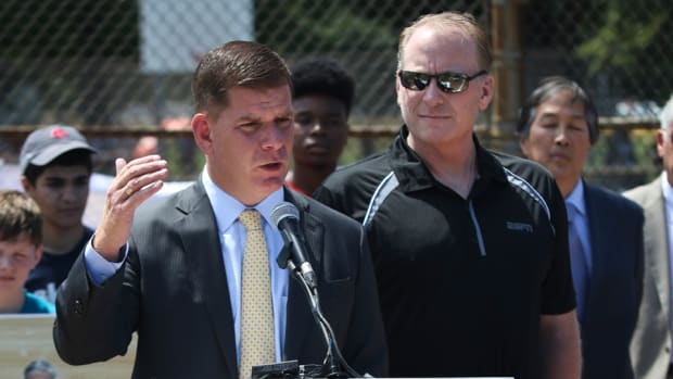 boston-mayor-smokeless-tobacco-ban-curt-schilling.jpg