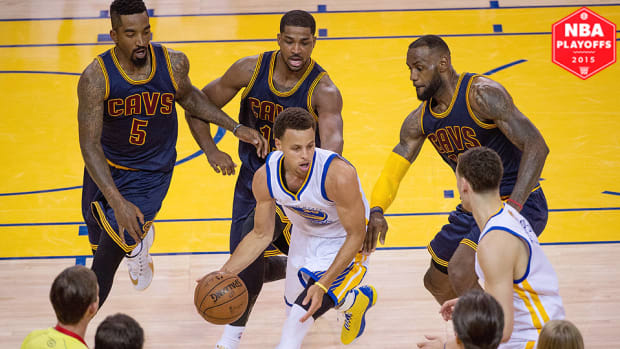 lebron-james-stephen-curry-cavaliers-warriors-nba-finals-game-2.jpg