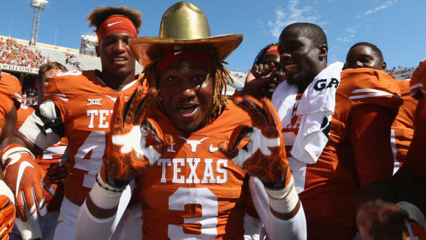 texas-longhorns-nike-contract-agreement-reached.jpg