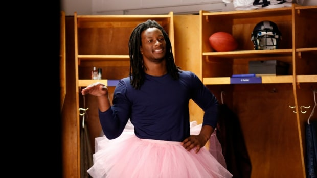 st-louis-rams-todd-gurley-jolly-rancher-commercial.jpg
