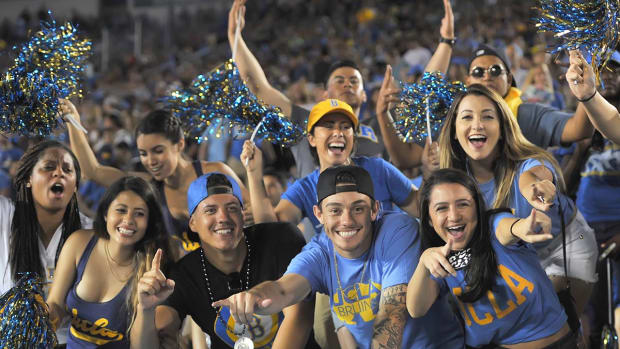 lead-UCLA_Fans-PAY_4525-Paul_Yee.jpg