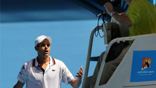 Andy Roddick apologizes to chair umpires