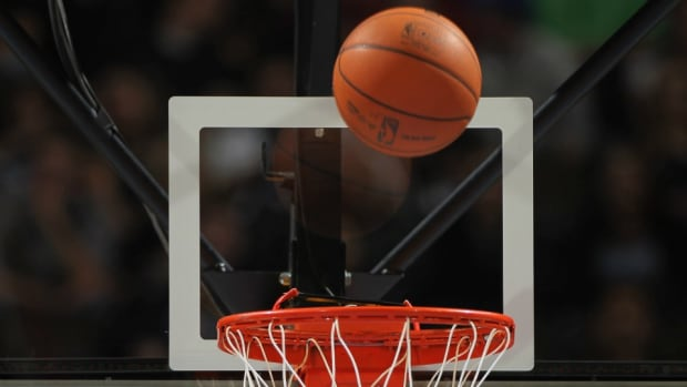 half-court-shot-fan-fail-video.jpg