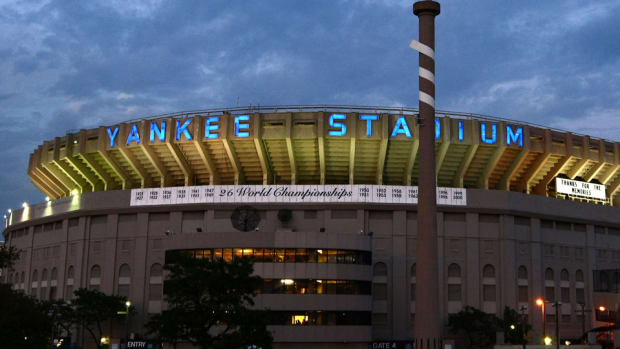 yankee-stadium-letters-reggie-jackson-auction
