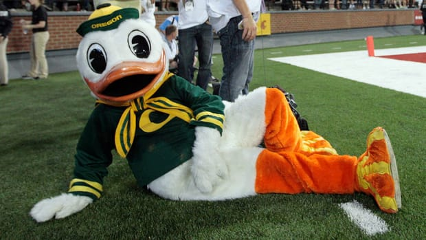 Win a Tinder date with the Oregon Duck
