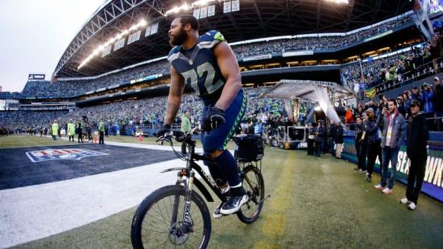 Seahawks DE Michael Bennett's victory bike sold for $10k