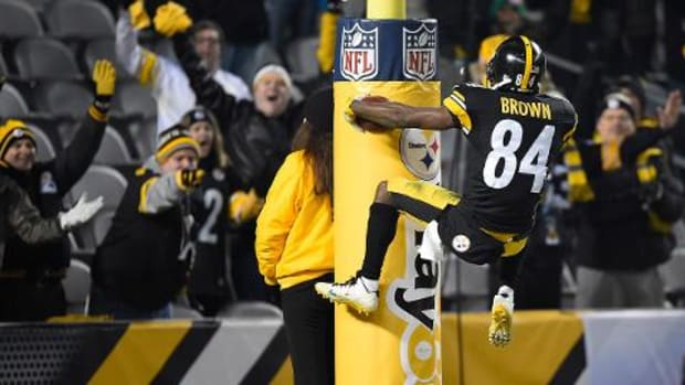 Antonio Brown fined for touchdown celebration with goalpost IMAGE