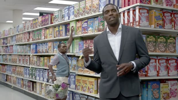 Watch Randy Moss and Petite Randy Moss argue about cable providers--IMAGE