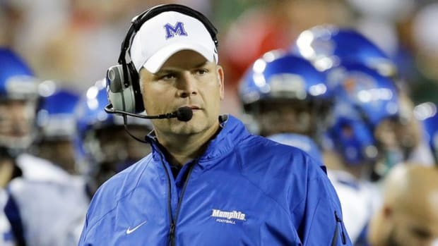 Justin Fuente has Memphis rolling; UCLA faces tough road without star Myles Jack